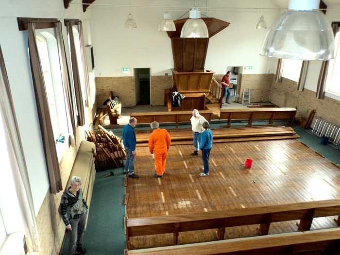 kerkbanken verwijderen